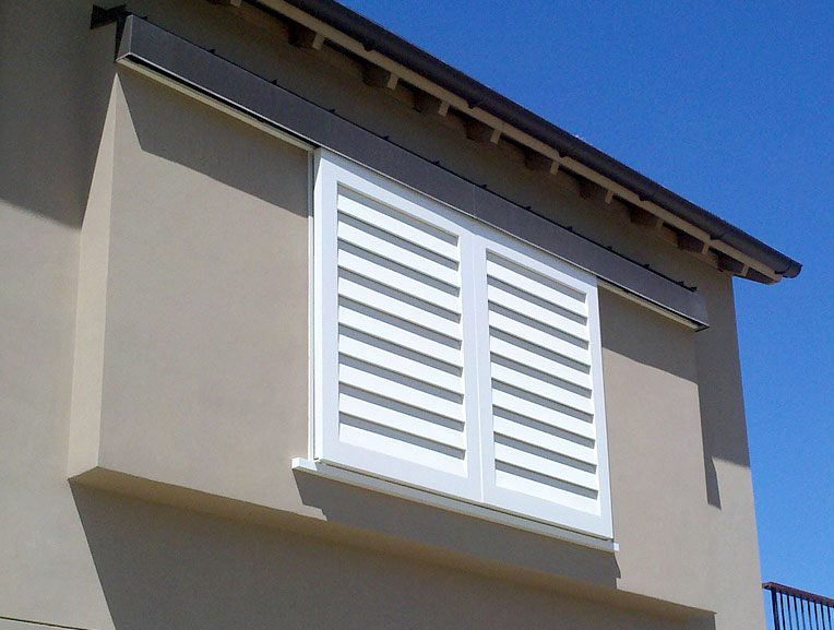 Louvered exterior door louvered doors colonial for Louver doors exterior